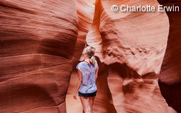 Charlotte am Antelope Canyon